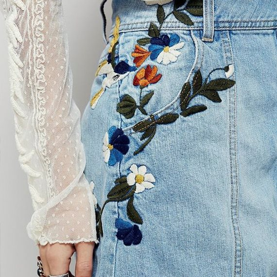 Цветочные узоры на джинсах