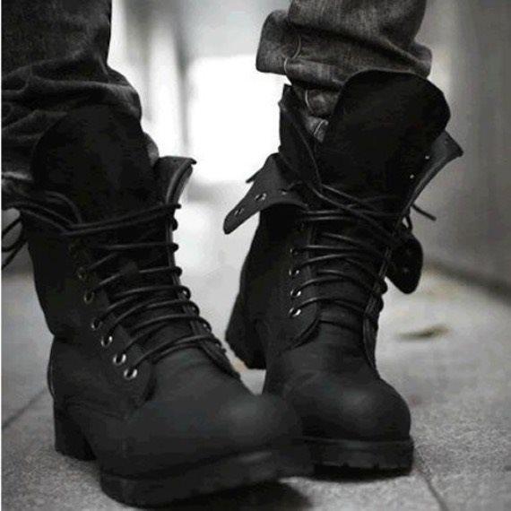 Чёрная обувь