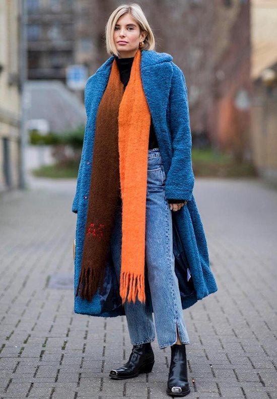 Модный образ в стиле casual blue fur coat