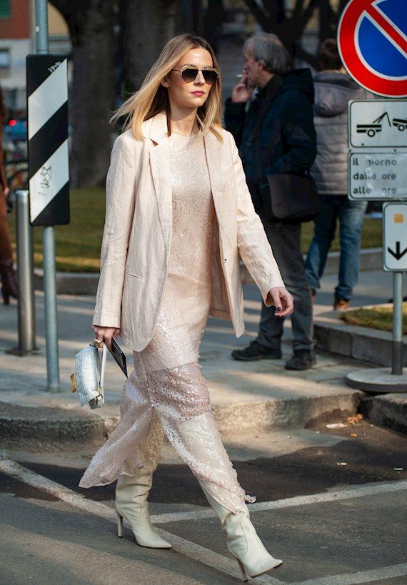 Модный образ в стиле гламур white boots