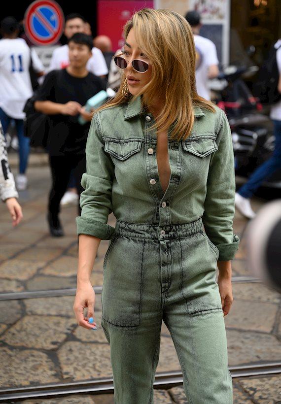 Модный образ в стиле Деним denim jumpsuit
