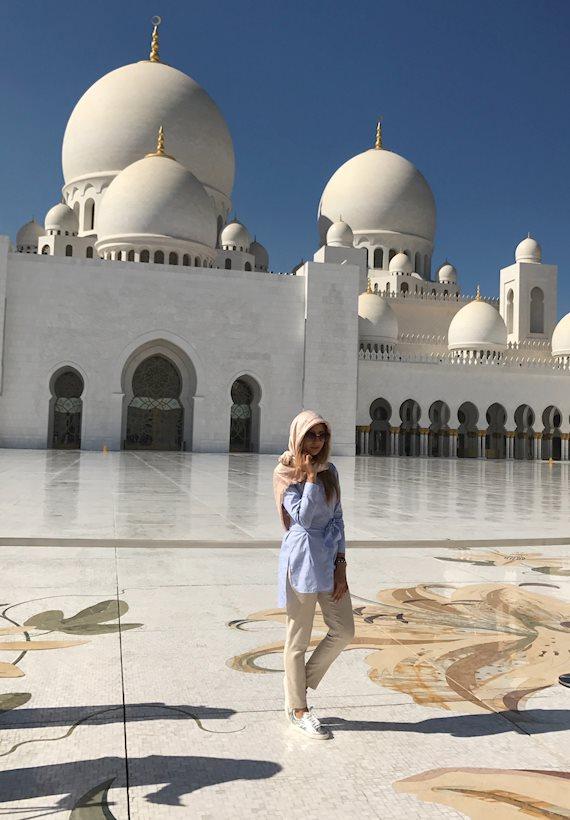 Модный образ в стиле Street style New Year Vacation in Abu Dhabi