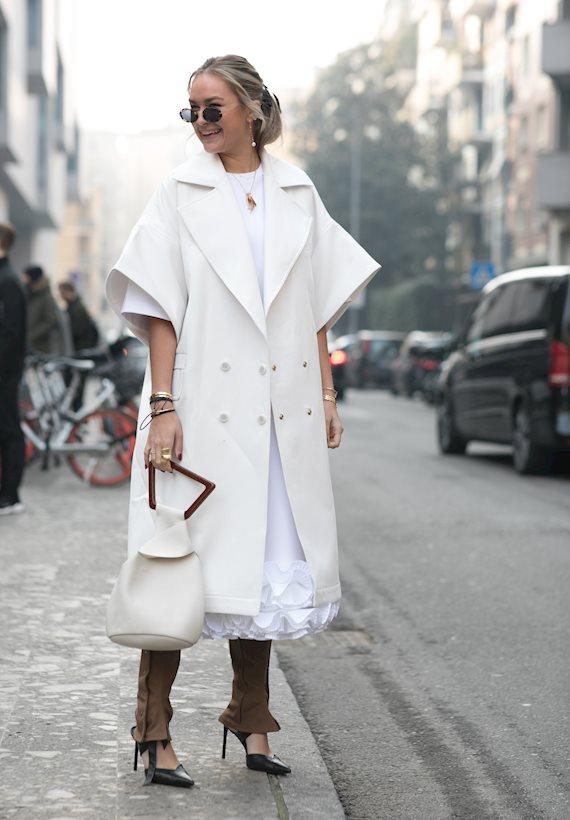 Модный образ в стиле Романтический white cape